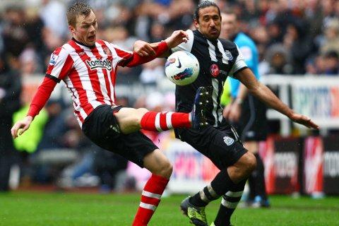 Det ble uavgjort mellom Sunderland og Newcastle søndag. her en duell mellom Sebastian Larsson og Jonas Gutierrez.
