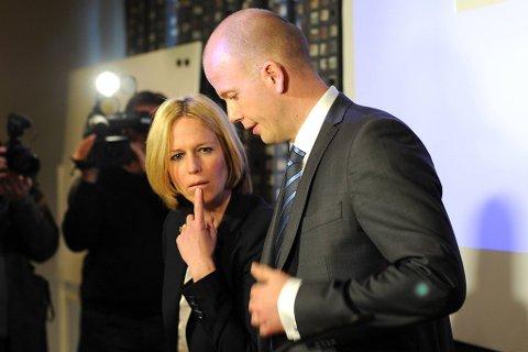 Statsadvokatene Inga Bejer Engh og Svein Holden orienterte om punktene i tiltalen mot Anders Behring Breivik.
