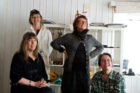 KUNST UTAN ROM: Kring åtte personar har vore med på 8. mars-prosjektet., mellom andre (f.v.): Inghild Sleire, Merete Hol Tefre, Audgunn Naustdal Holsen og Karen Helga Maurstig.