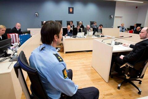 Anders Behring Breivik under den fjerde dagen av rettssaken.