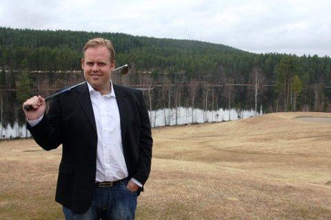 Ny sjef: Svenske Rickard Allard (30) skal styre Kongsvinger golfklubb. 30-åringen, som nylig ble ansatt som daglig leder i klubben, har økonomisk utdannelse og bakgrunn som profesjonell golf-spiller.FOTO: TERJE SUNDBY