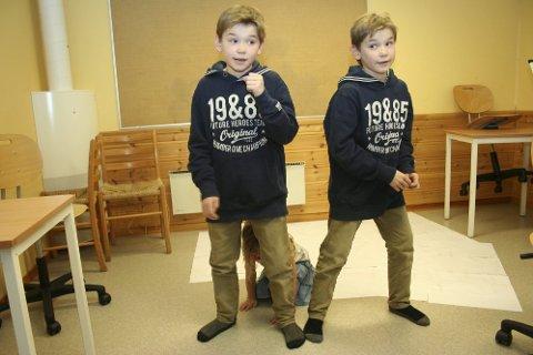 SJARMØRER: Marcus og  Martinus Gunnarsen fra Trofors sjarmere alle i MGPjr.   (Foto: Snorre P. Sjøvoll)