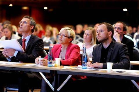 Det var god stemning på de rødgrønne partienes fellesseminar onsdag. Statsminister Jens Stoltenberg, senterpartileder Liv Signe Navarsete og leder av SV Audun Lysbakken sto naturlig nok i sentrum.