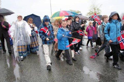 Det blir mange tog 17.mai og Helgeland Arbeiderblad vil gjerne ha ditt bilde. (Foto: Nils Lorentsen)