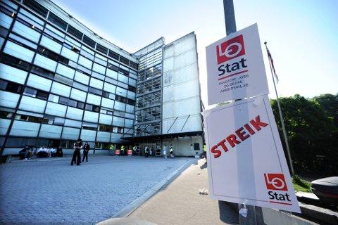 Det er streik i stat og kommune. 300 politifolk er blant de 900 som Unio har tatt ut i streik i Oslo.