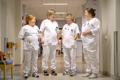 Sykepleierne Maria Sætveit, Annette R. Grimstad, Hildegunn Nesse og Larissa Stollznow er alle gravide.