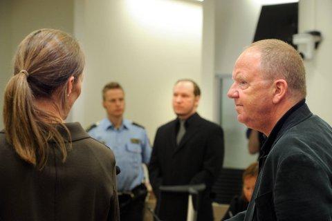 I samtalene med psykiaterne Synne Sørheim og Torgeir Husby beskrev Breivik ifølge den første rapporten hvordan han brukte musikk, snus, kaffe og godteri -  særlig «krokodiller» og «heksehyl» -  som «militærstrategier i encellestruktur i revolusjonær vitenskap».