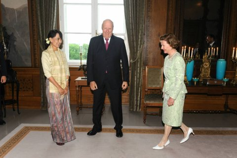På en travel lørdag formiddag var Aung San Suu Kyi også i audiens på Slottet. Der ble hun tatt imot av kongeparet og kronprins Haakon.