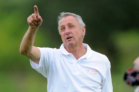 Johan Cruyff gir stjernene på Nederland skylden for den tidlige EM-exiten.