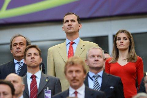 Michel Plaitini har kanskje lyst å besøke kongelige over hele Europa under framtidige EM? Her sammen med prins Felipe og prinsesse Letizia av Spania.