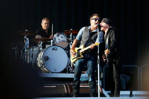 Bruce Springsteen, trommis Max Weinberg, gitarist Steven van Zandt og resten av E Street Band overbeviste på Valle Hovin i Oslo lørdag kveld. Mandag og tirsdag spiller de på Koengen.