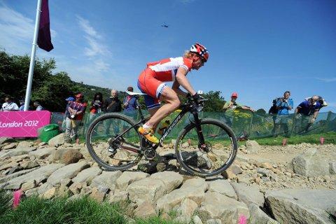 Gunn-Rita Dahle Flesjå klarte ikke å holde seg på sykkelen i rittets første utforkjøring.