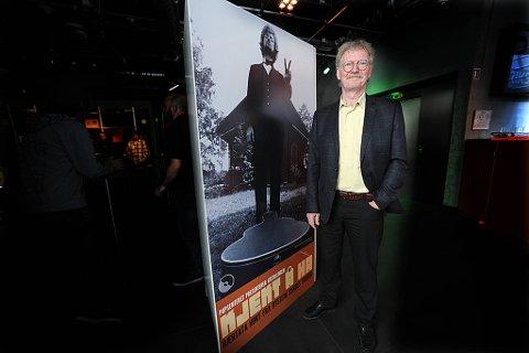 Øystein Sunde åpner  utstillingen «Kjekt å ha» på Popsenteret i Oslo.