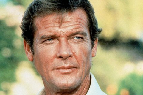 Roger Moore som James Bond.