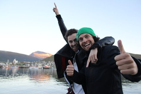 Erik Eliassen og Magnus Eliassen i storform på kaia i Tromsø torsdag.