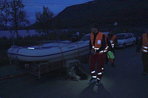 Klokken 21.00 måtte letearbeidet etter den savnede jegeren innstilles på grunn av mørkets frembrudd. En time senere ble imidlertid også han funnet.