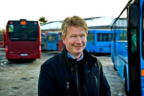 Nettbuss Østfold og administrerende direktør Thor Anders Hansen kan glede seg over at Østfold kollektivtrafikk vil ha selskapet som leverandør av busstjenester i Nedre Glomma og Indre Østfold frem til 2020.