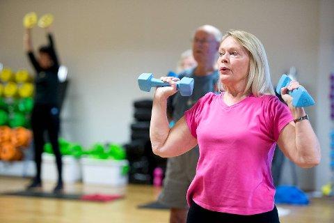 -Jeg trener cirka tre ganger i uken, sier Martha Strømstad (66). I tillegg til kondisjon, bevegelighet og styrke, trener hun pilates. -Det sosiale er veldig viktig.