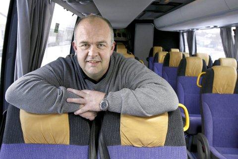 LEGGER OM: Arild Nylend i Nettbuss presenterer det nye busstilbudet.