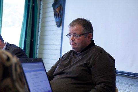 Konstituert rådmann, Arnar Helgheim, varslar kutt på rundt ti millionar kroner når neste års budsjett blir presentert 20. november.