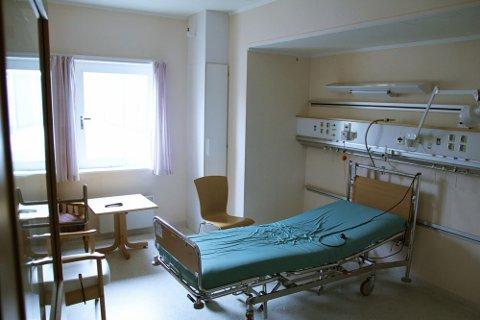 INGEN PASIENTER: På Stensby sykehus hadde de i går kun fylt opp 21 av 40 pasientsenger. I tillegg skulle sju pasienter skrives ut i løpet av dagen. Avdelingen på bildet er nyrenovert, men huser per i dag ingen pasienter.foto: bjørn inge jartun rødfosss