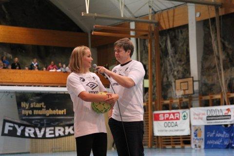 Ingvild Skare Thygesen og Roar Brekke var med å underholdt publikum mellom finalene.