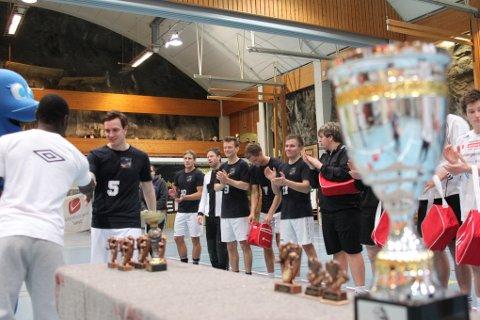 VANT HERREKLASSEN. Team Knopfler (i svart) vant årets Romjulscup.