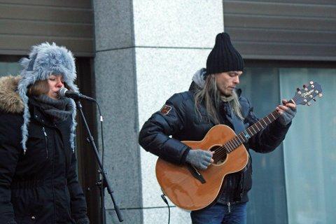 kulturelt: Søskenbandet Narum, her ved Benedikte og Jon Anders Narum, bidro på sin måte med Sol og regn og ælt.