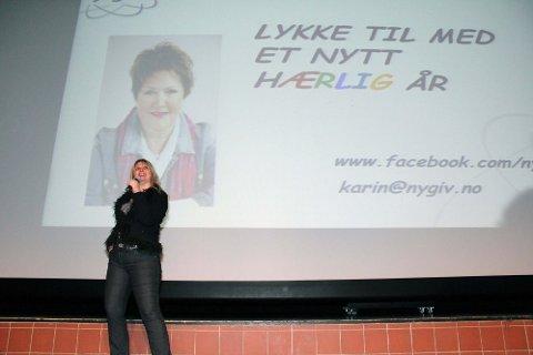 KONFRANSIER: Marit Selbæk introduserte Fevaag Larsen.