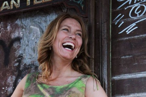 Trang til tango: Nina Bendiksen fotografert i sitt kjære Argentina, hvor hun har tilbrakt de to siste månedene sammen med gode venner og tango. Foto: Nina Abrevaya