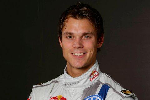 Andreas Mikkelsen har grunn til å smile. Han får nemlig kjøre samtlige VM-runder denne sesongen fra nå av.