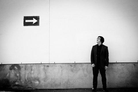 SPENT PÅ RESPONSEN: Jeg har aldri lest en anmeldelse av min musikk tidligere, så jeg må innrømme at jeg er spent på hvilken retning responsen og tilbakemeldingene tar, sier Martin Halla. I dag slippes debutalbumet «Winter Days».  FOTO: MARTIN LUNDSVOLL