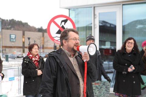 Venstrepolitikar Halvor Halvorsen frå Florø kastar seg inn i gruvedebatten.