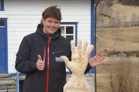 Karina Hetle Solheim viser støtte til aksjonen for meir ME-forsking.