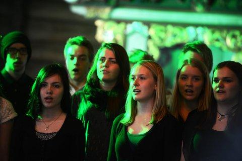 Kor, fele, gitar, bass og dans. Ungdommene leverte en variert meny i Sel kirke.