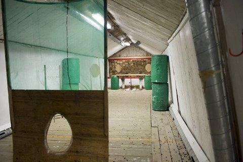 Samtidig som klubben har fått seg et egnet lokale å samles i, gjør de 230 medlemmene Bergen kommune en tjeneste. Tilfluktsrom som er i bruk holder seg bedre.