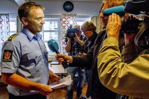 KREVENDE ETTERFORSKNING: Krimsjef Kai Andersen i Sarpsborg-politiet er lettet over at drapsofferet nå er identifisert. Den sikre identifiseringen skjedde etter at politiet mottok opplysninger fra flere personer som kjente til drapsofferet. Nå jobber politiet med å kartlegge drapsofferets omgangskrets, hans historie og bevegelser. Andersen legger ikke skjul på at de fortsatt har en krevende etterforskning foran seg.