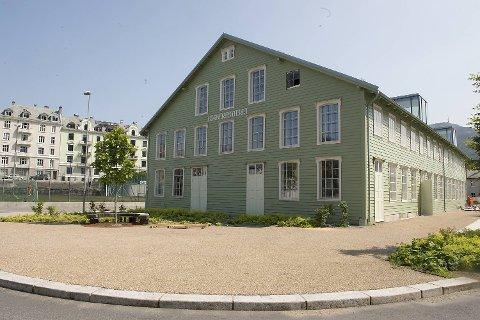 Cornerteateret ligger rett ved fotballbane og kaffebrenneri på Møhlenpris.