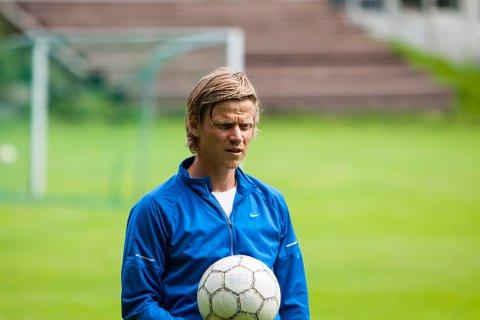 ERFARING: Gunnar Norebø har sjølv erfaring med alvorlege kneskader. Han er no ein viktig samtalepartnar for Otto Fredrikson.