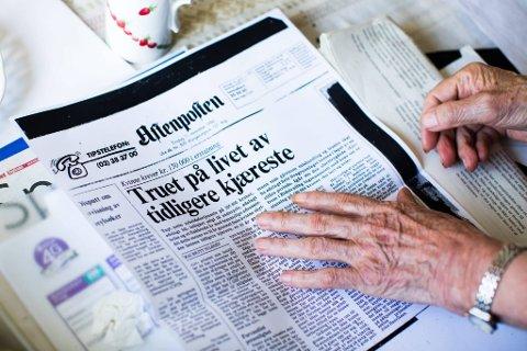 DA DET STOD PÅ: Reidun Myrvold har bevart avisutklipp fra omtalen av rettssaken. Her Aftenposten 11. november 1986.