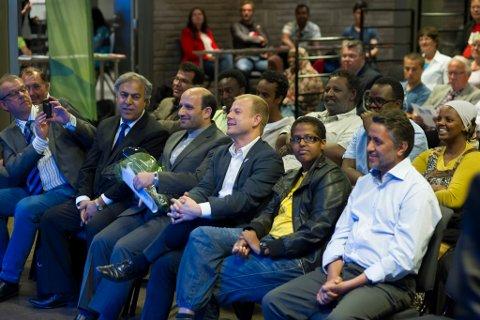 Utviklingsminister Heikki Holmås (SV) åpnet Mangfoldfestivalen. Her er han sammen med varaordfører Runar Johansen (H), leder i Buskerud Innvandrerråd, Bijan Gharahkhani, ambassadør av Iran, Majid Nili og Amal Aden.