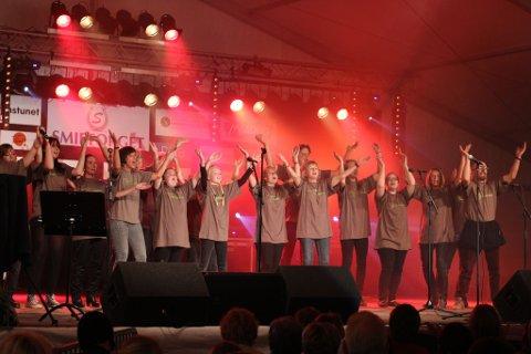 PÅ TREDJEPLASS: Bronsebukkene deltok også med eget kor og framførte blant annet vårofferdansen.