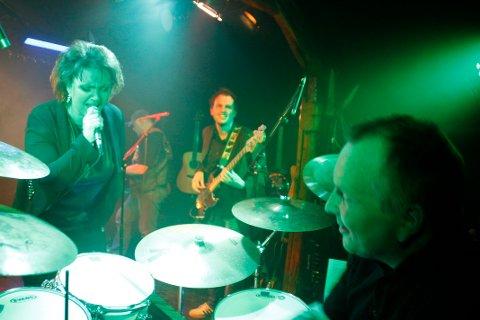 TRIVES BEST PÅ SCENEN: Heidi Kvalholm Blåsmo og medlemmene i bandet hennes Reloaded trives aller best når de får spille live. Men mye av lydbildet derfra har de tatt med seg på plata.                     (Foto: Aaron  Frantzen)