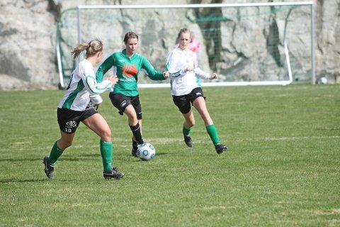 KJEMPAR OM OPPRYKK:?Helene Marøy og Hordabø-damene er eit av dei lokale laga som framleis har     ein god sjanse til å rykka opp denne sesongen.
