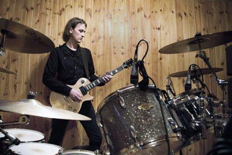 To øvinger: Alex Perry har samlet seg et band og gjennomført to øvinger før han i kveld går på scenen i regionfinalen i Bandwagon i Tønsberg. (Foto: Lise Reng)