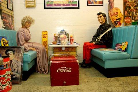 På café: Marilyn Monroe og Elvis Presley på flørter?n.