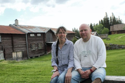 PÅ TV: Gry S. og Dag Hansen i Håberget på Finnskogen, åpner dørene og lar hele Norge se hvordan de lever på den gamle Finngården. Der man bare ser skog, himmel og sola.