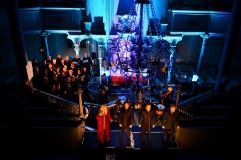 Hanne Krogh, tre strålende tenorer og Sør-Fron sangkor i Sør-Fron kirke i kveld.