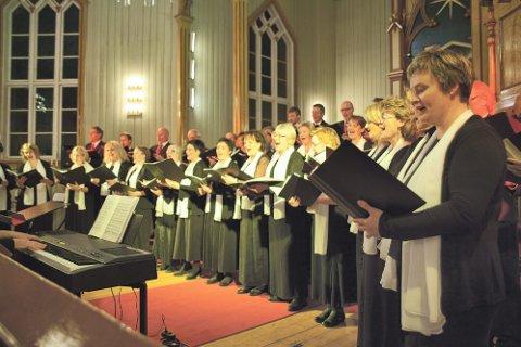 IMPONERT: Helgeland KAmmerkor imponerte med sin konsert i kirka i Sandnessjøen fredag.