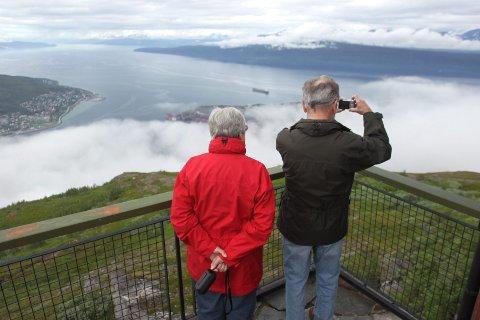 TIL FJELLS: Gondoltur opp i Fagernesfjellet er noe av det som tilbys. Utsikten kan være flott også på gråværsdager.   (Foto: Kristoffer Klem Bergersen)